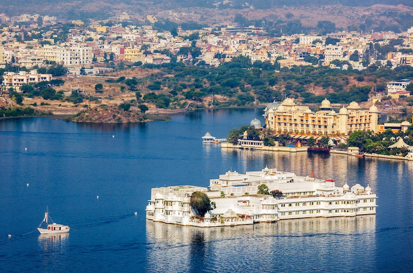 pichola lake palace